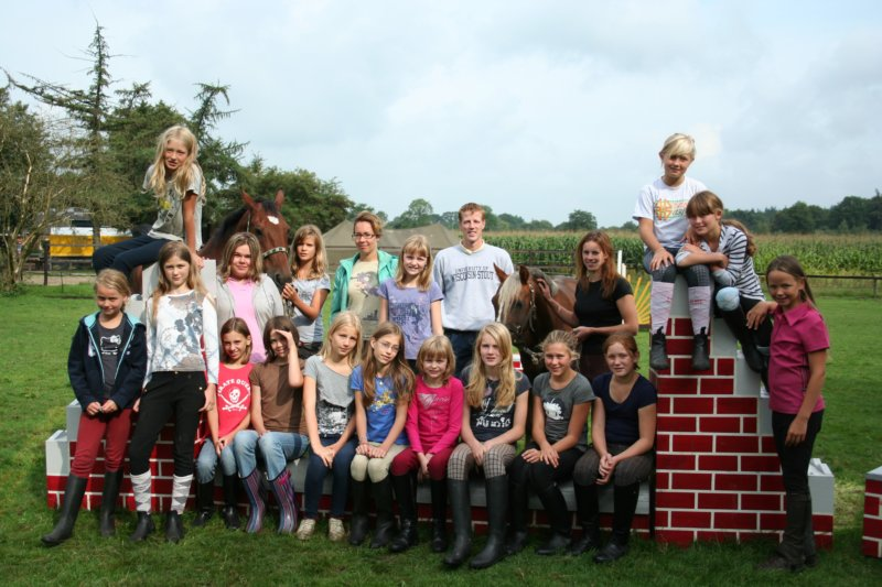 klik op de foto voor alle foto's van dit ponykamp